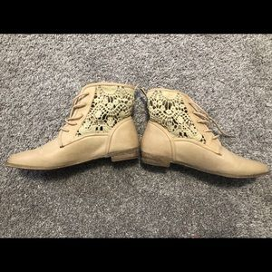 Women's Forever 21 size 6 booties